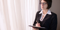 videoblocks-well-dressed-spectacle-executive-secretary-businesswoman-thinking-intuitive-way_sagdqi-ycl_thumbnail-full01