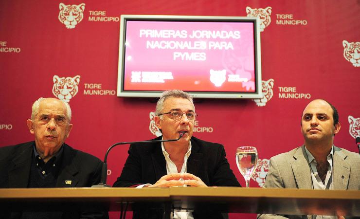 Zamora-Ricciollini-y-Olivo-en-la-presentación-740x450
