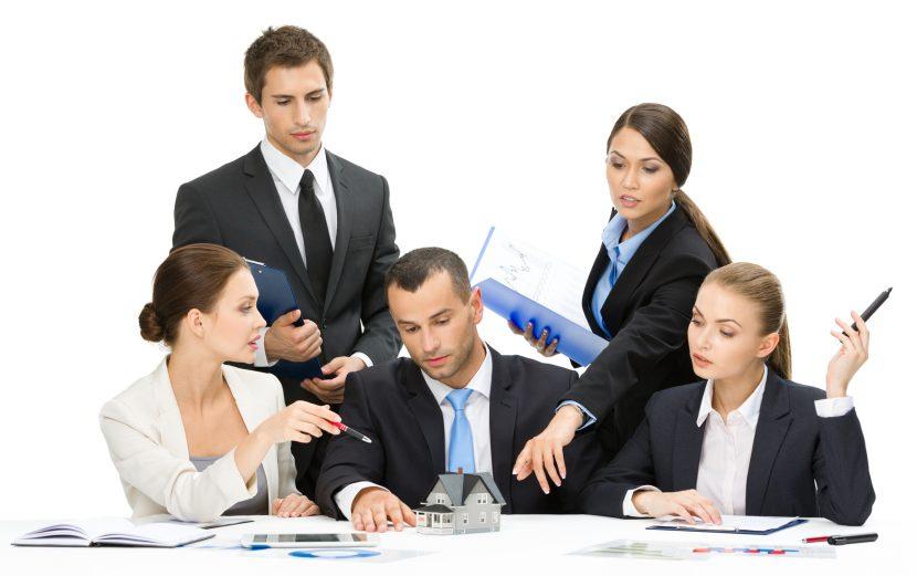 Por qué los grupos tienen dificultades para tomar decisiones?