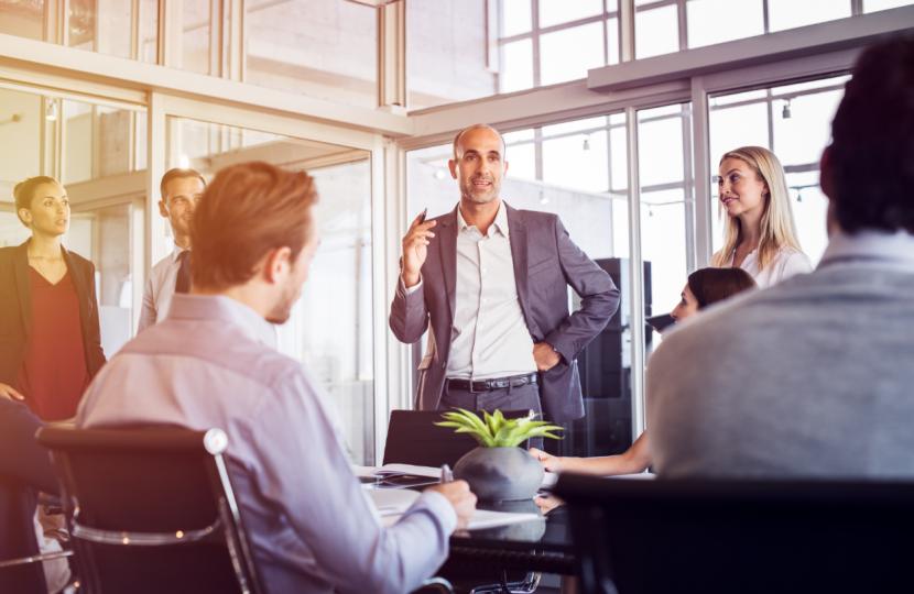 Liderazgo positivo: aprende a dirigir tu equipo sin ser autoritario