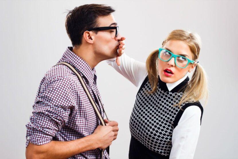 7 hábitos de hablar mal que hacen que las personas se alejen inmediatamente