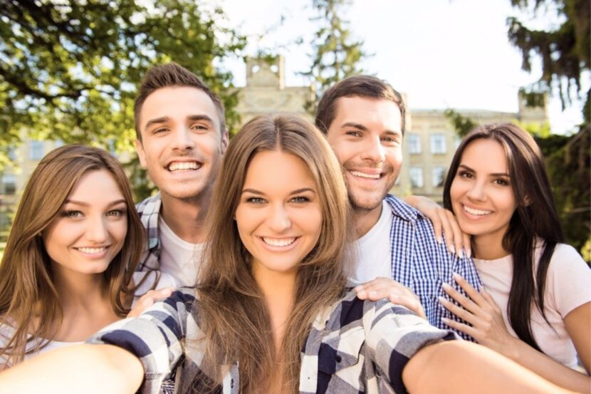 Todo lo que querías saber sobre millennials, centennials y otros nombres que le dimos a la juventud
